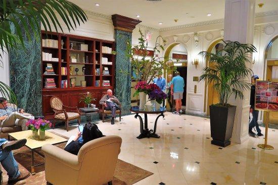 Warwick New York : The lobby