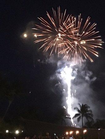 イリカイ ホテル, ホテル前遊歩道からの花火