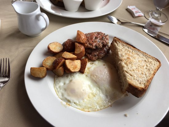 Dalvay, Kanada: Banana French toast, bacon and eggs, fireside lounge or Waterview dining room
