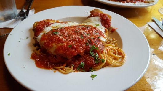 Lake Luzerne, NY: Excellent, very large portion of Chicken Parmesan