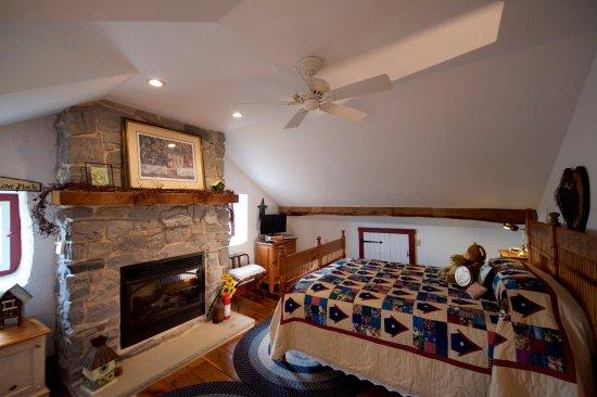 Gordonville, Pensilvania: The Fireside Room