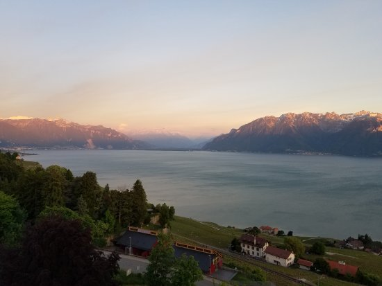 Chexbres, Suiza: 20170524_210317_large.jpg