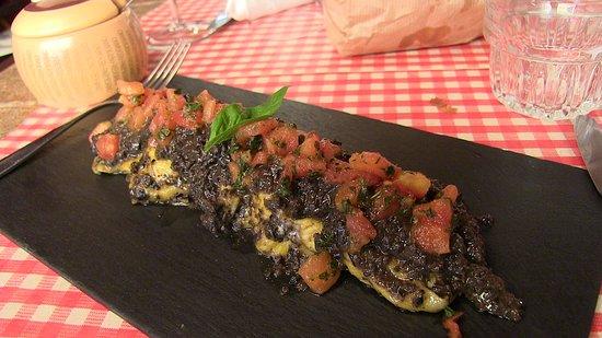 Caciodivino: Tortelli ripieni di stracciatella di bufala, olive e pomodoro
