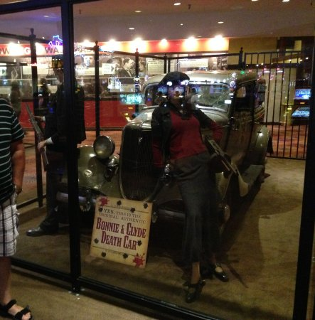 Whiskey Pete's Hotel & Casino: Bonny and Clyde Car