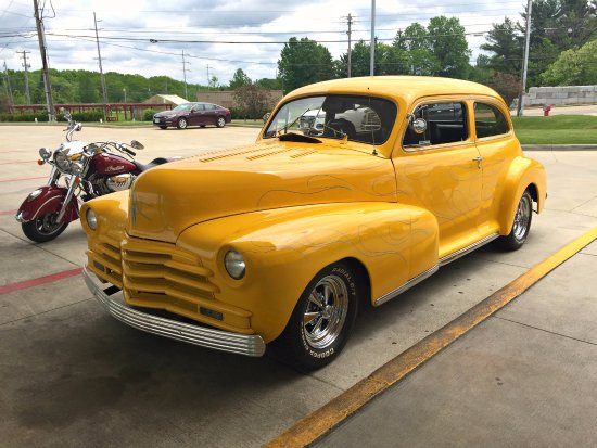 Retro Dog: 1948 Chevrolet.