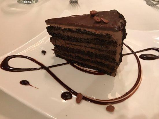 Rod's Steak & Seafood Grille: chocolate cake