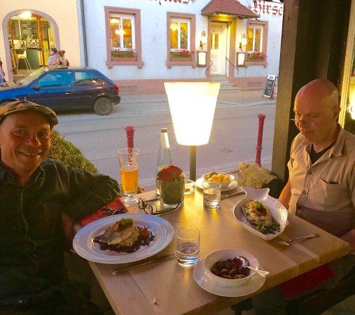 Restaurant & Weinstube Holzoefele: GHer er vi - stærkt opløftede af forretterne - kommet til hovedretten