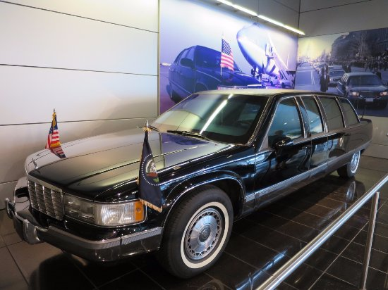 William J. Clinton Presidential Library: Presidential vehicle