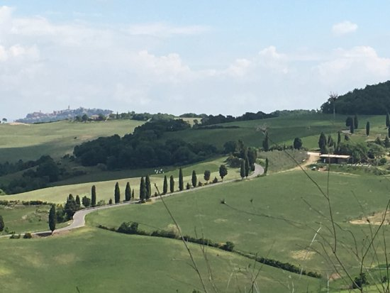 Comfortable place to stay with in easy access  to Monticchiello...💙💙💙💙💙and Tuscany. Great b