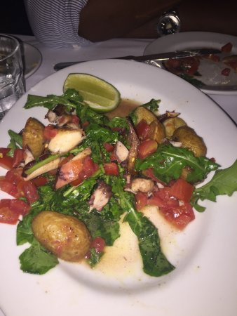 Bistrot Cinq: Nice ambiance, great service and delicious food.  The seared octopus salad was divine and the du