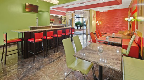 Cairo, Geórgia: Our breakfast area is clean and modern!
