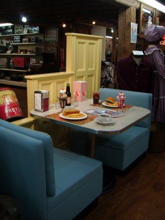 Huntingdon, PA: replica 50's diner booth