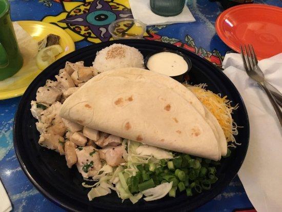 Mama Kwan's Grill & Tiki Bar : photo2.jpg