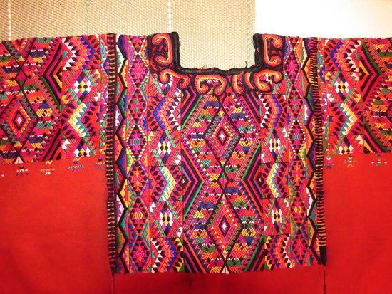 Martinez, Kalifornia: Hand-woven blouse -huipil- from Guatemala; we visit friends/weavers and local markets to see mor