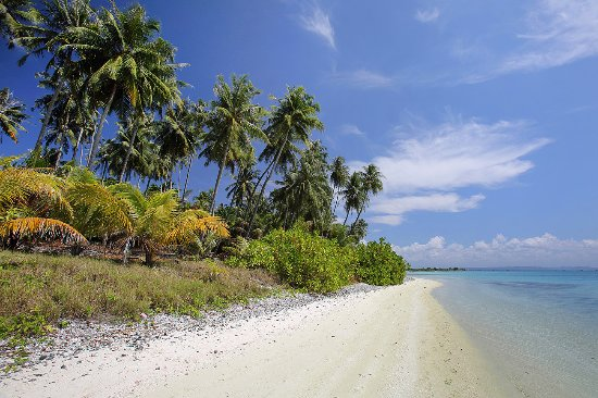 Nias Island, Indonesia: Beach on the northern side of Wunga Island Lagoon