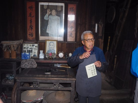 Wendy Wei Tours : Daxu Old Town -- Visit to local house