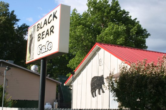Black Bear Cafe: Great small town eatery,frequented by the locals!  Mid-range meal prices. Good menu selection!