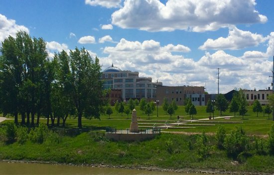 Flood Memorial Monument : Saturday, May 27th 2017... a beautiful day for a walk in downtown Grand Forks.