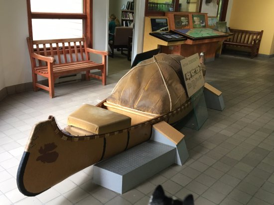 Chesterton, IN: Native Indian canoe you can sit in!