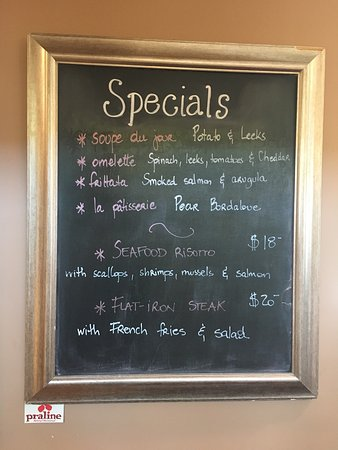 Praline Bakery & Bistro: Specials for lunch!