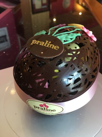 Praline Bakery & Bistro: Easter's chocolate egg