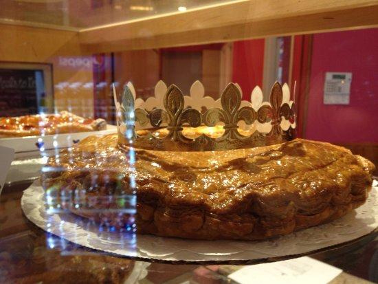 Praline Bakery & Bistro: King's cake