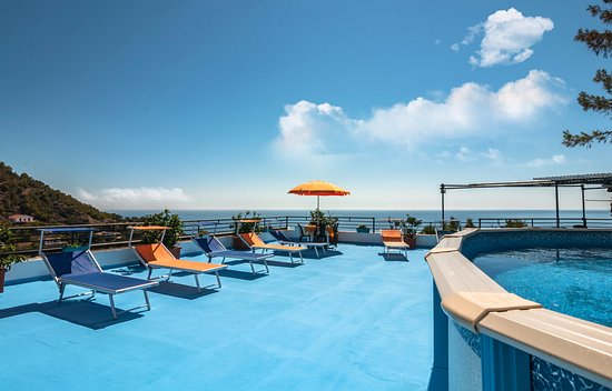 Le Terrazze Studio Apartments - Prices & Inn Reviews (Ustica ...
