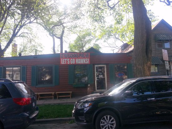 Morton Grove, Илинойс: front of & entrance to Pequods Pizza