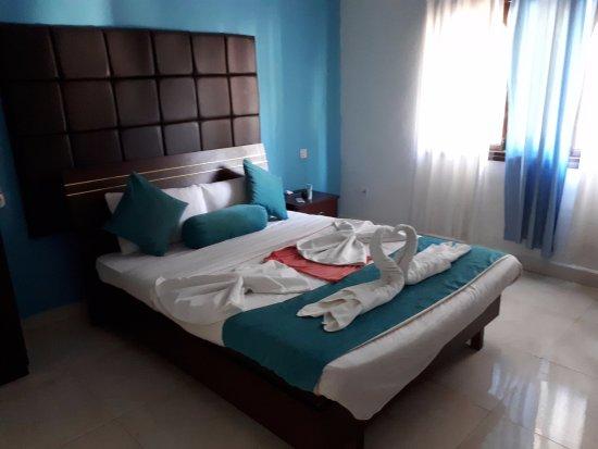 Paradise Village Beach Resort: Номер просторный, с 2мя комнатами и балконом