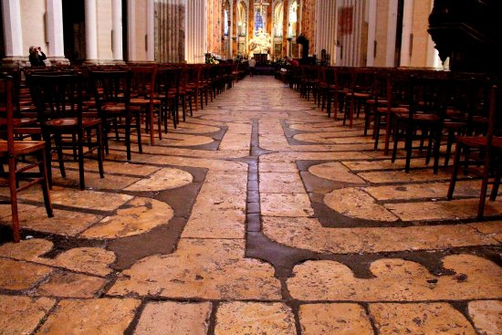 Chartres, فرنسا: Labyrinth at Chartres Cathedral