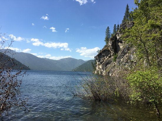 Christina Lake, Canada: View toward the cliff jumping area.