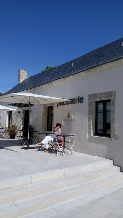 Montlouis-sur-Loire, France: Petit café en terrasse... au soleil