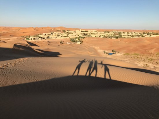 Qasr Al Sarab Desert Resort by Anantara: Climbing up the sand dunes