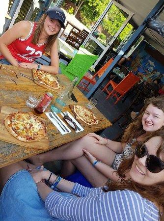 Agnes Water, Australia: enjoy the pizzas girls ... great day!
