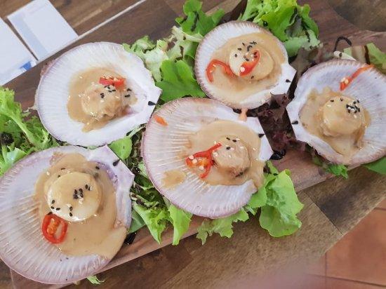 Agnes Water, Australia: seared scallops in creamy garlic and chilli sauce