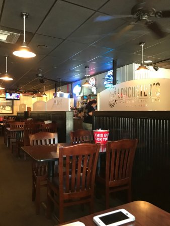 Huntersville, NC: Menu and inside restaurant