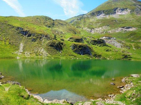 Gîte l'Escolan : Uno de los numerosos lagos que visitar en las cercanías.