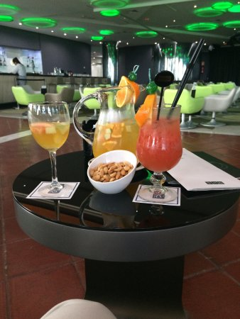 Cava sangria picture of h10 playa meloneras palace for Cava sangria