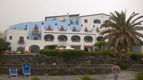 Arathena Rocks Hotel: Vue hôtel coté mer
