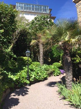 Hôtel Villa Reine Hortense : Hotel gardens