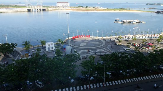 Aryaduta Makassar: View of the harbour area from the room