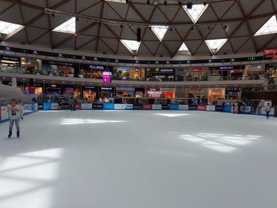 קניון אייס מול אילת: The ice rink