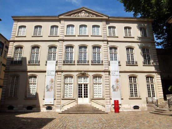 Musee Des Tissus Et Des Arts Decoratif Lyon