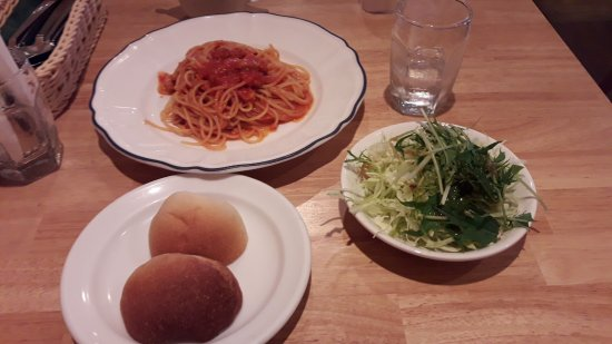 Izumisano, اليابان: パスタのランチ(ベーコンと玉ねぎのトマトソース)