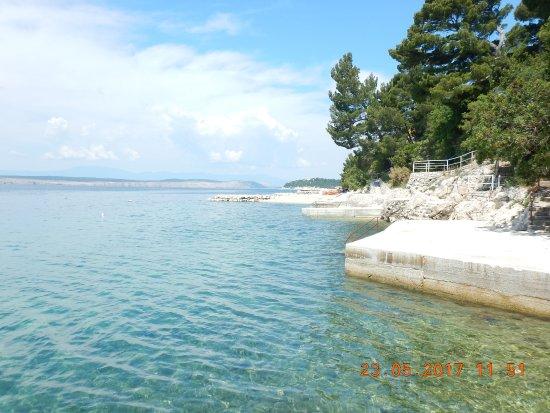 Dramalj, Croacia: Schwimmplätze sind genug vorhanden