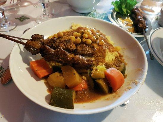 Montmorillon, France: Gros plan sur l'assiette de couscous