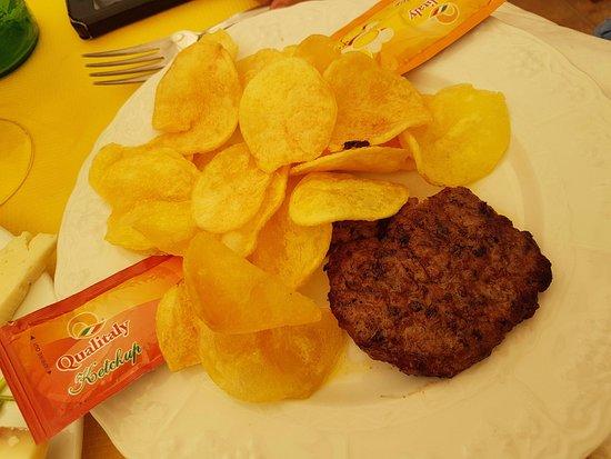 La Basilica Cafe: hamburger di carne di bufalo e chips