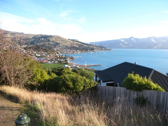 Akaroa TOP 10 Holiday Park: View from the path from the hotel to town.