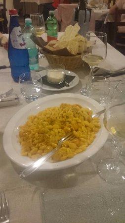 Olmedo, Italy: Gnocchi zafferano salsiccia