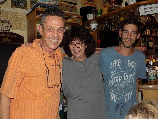 Barood: Con la encantadora Daniela y su hijo,al frente de los fogones